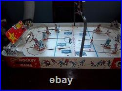 Munro Electric Hockey Master game 1950's has all 6 Teams table top hockey